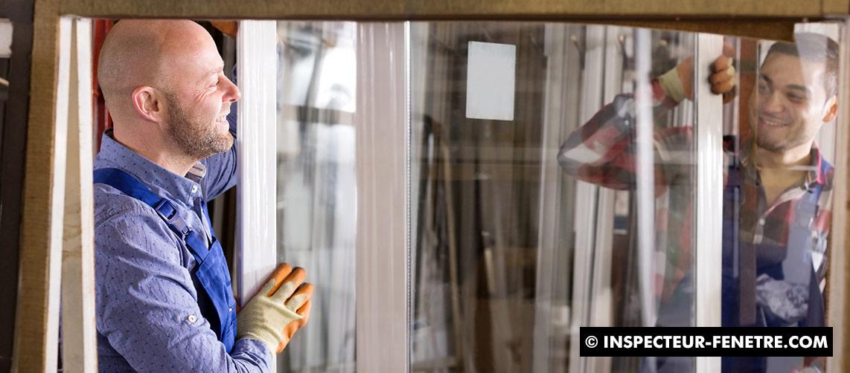artisan homme fenêtre vitre